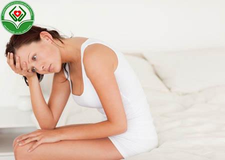 Ra khí hư màu trắng đục cảnh báo ung thư cổ tử cung