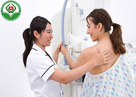 Sau sinh bao lâu nên khám phụ khoa
