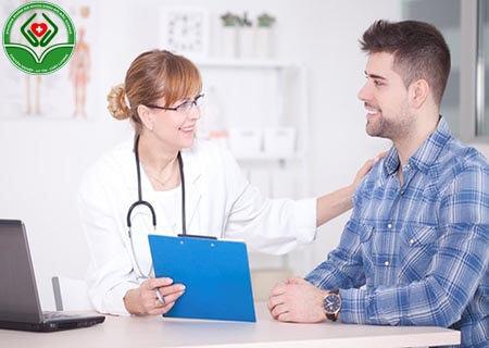 Tiến hành thăm khám sức khỏe
