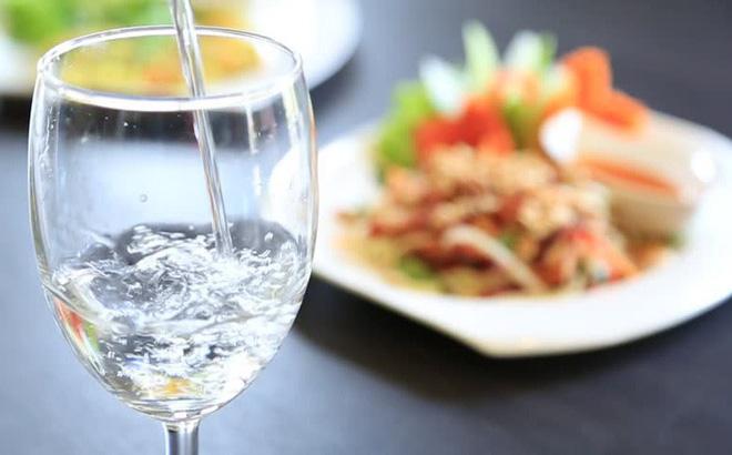 Nam giới uống nhiều nước tốt cho tinh trùng