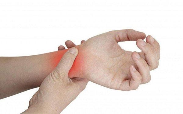 Dấu hiệu bệnh gout xuất hiện ở tay